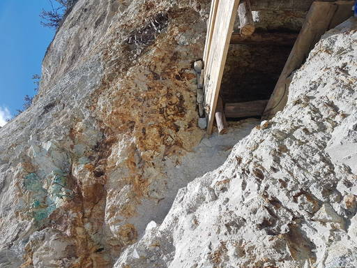 Artisanal mine mineralization at Pijili
